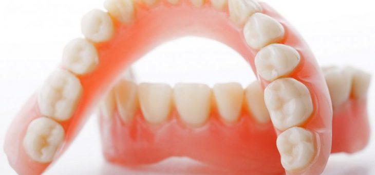 Prótesis dentales: tips sobre sus cuidados e higiene